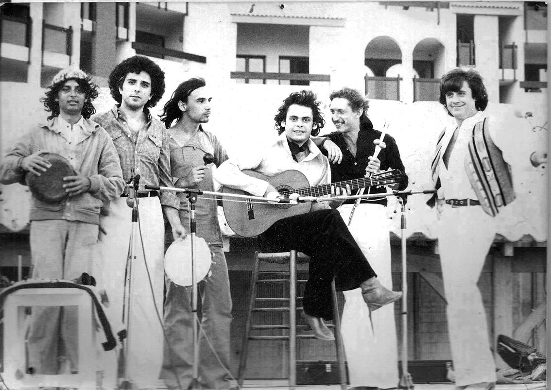 1977. De g. à dr. : Jean-Luc Ceddaha, Paul Mindy, Jean-Christophe Hoarau, Roland Dyens, Yannick Legoff, Michel Terrioux.